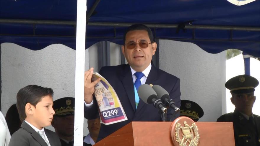 Guatemaltecos piden la renuncia del presidente Jimmy Morales