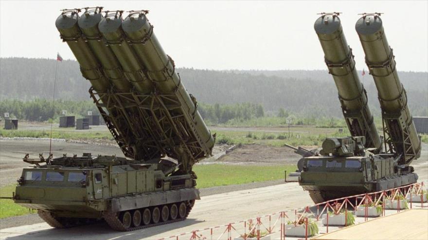 Sistemas de misiles antiaéreos S-300, de fabricación rusa.