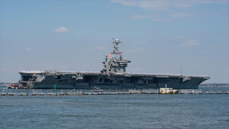 El portaaviones USS Harry S. Truman (CVN 75) saliendo de la Estación Naval de Norfolk, 11 de abril de 2018.