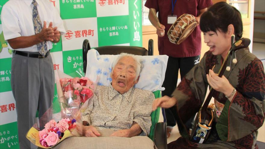 La supercentenaria japonesa Nabi Tajima, en un homenaje tras ser proclamada la persona viva más anciana del mundo, 18 de septiembre de 2017.