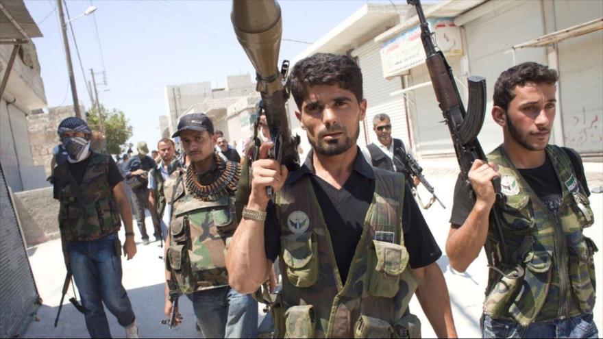 Militares de los llamados rebeldes del Ejército Libre Sirio, apoyados por Washington.