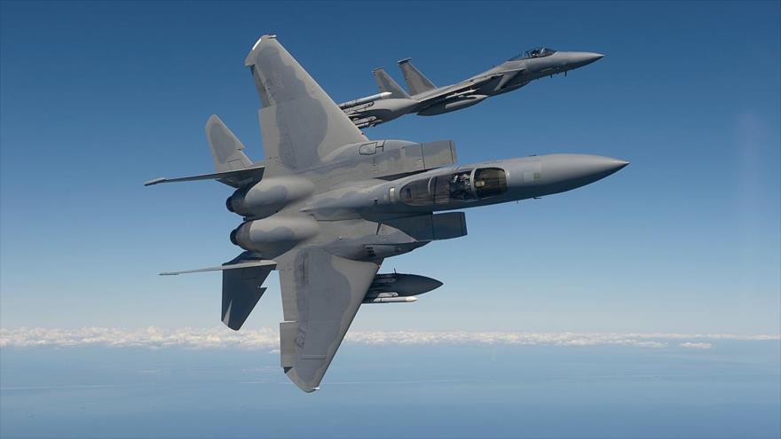 Dos aviones de combate F-15 Eagle de la Fuerza Aérea de Estados Unidos