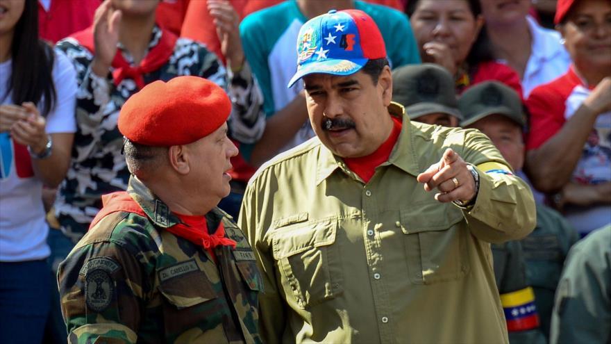 El presidente de Venezuela, Nicolás Maduro (dcha), y el vicepresidente del PSUV, Diosdado Cabello, en Caracas, 4 de abril de 2018.