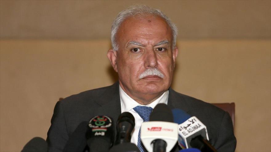El canciller palestino, Riad al-Maliki, habla con la prensa.