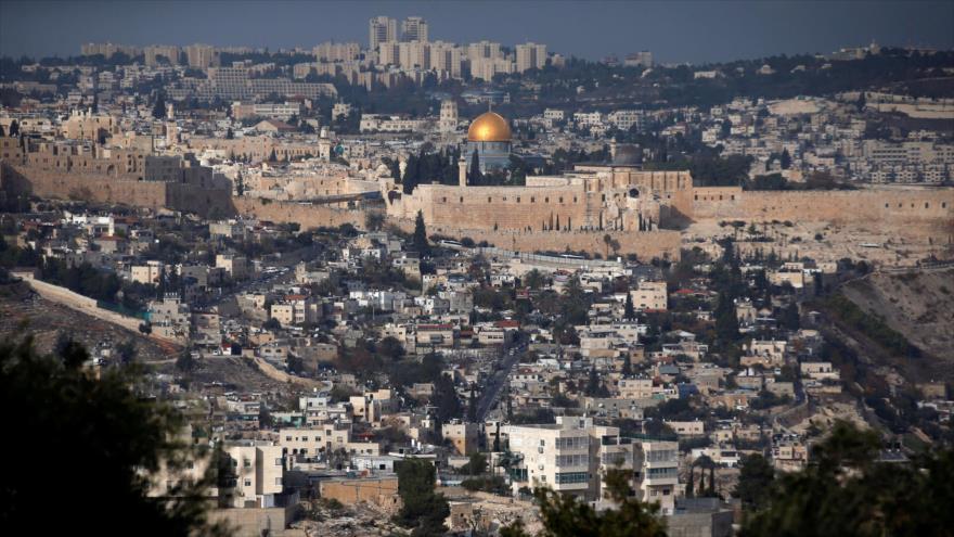 Panorámica general de la ciudad de Al-Quds (Jerusalén), con el mezquita de Al-Aqsa en el centro.