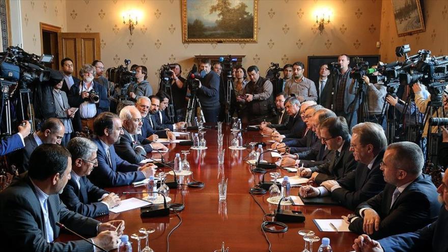 Zarif aborda la situación de Siria con Rusia y Turquía