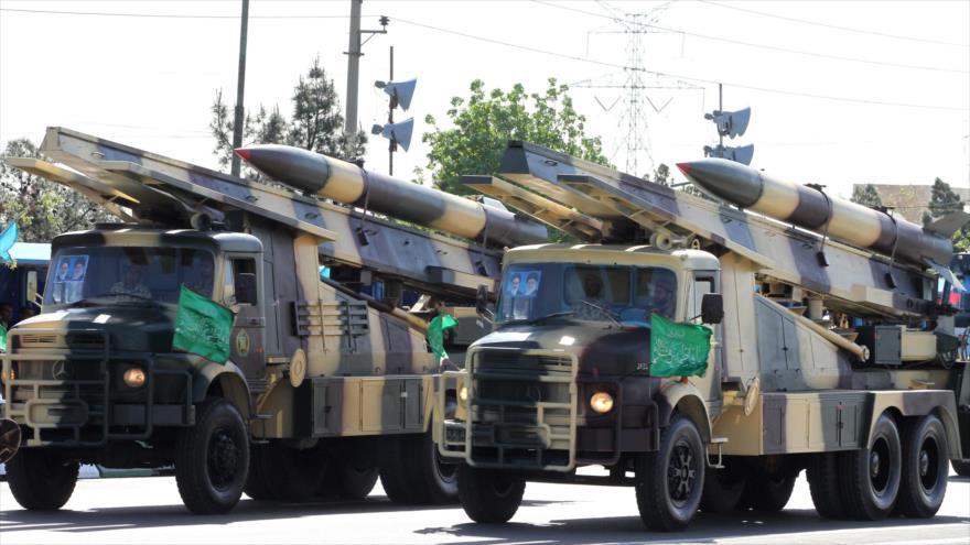 Irán celebra el Día Nacional del Ejército con un desfile militar, en el que exhibe sus misiles de fabricación nacional.