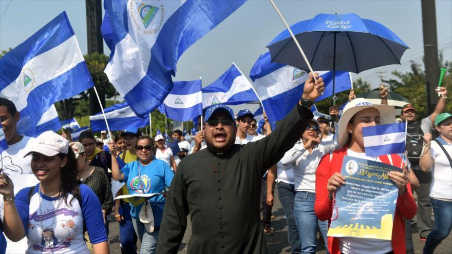 Protestan en Managua, capital nicaragüense, para exigir el fin de la violencia en el país, 28 de abril de 2018.
