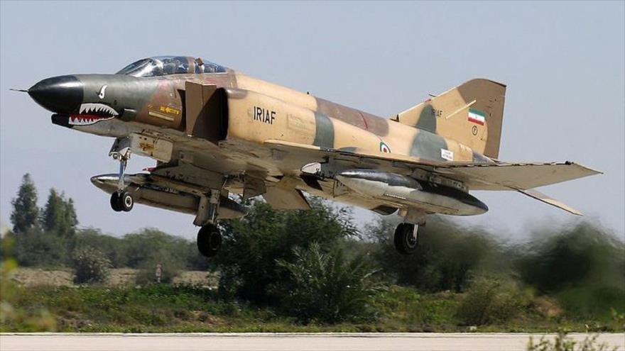 Un caza F-4 de la Fuerza Aérea de Irán.