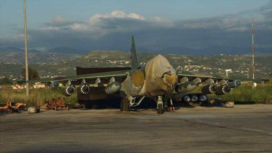 Avión ruso, el Su-25SM3, en su base aérea Hmeimim, sita en la provincia de Latakia, en el oeste de Siria.
