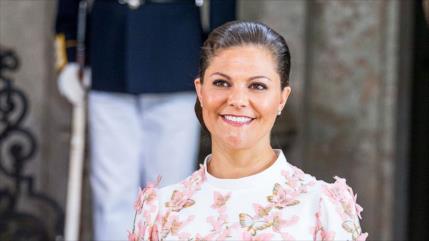 ¿Victoria de Suecia fue manoseada en un acto de Academia Nobel?