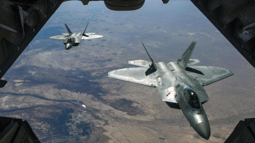 Un par de cazas furtivos F-22 Raptor de la Fuerza Aérea de EE.UU. sobrevuelan Siria.