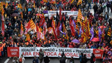 Miles de españoles marchan por mejores condiciones laborales