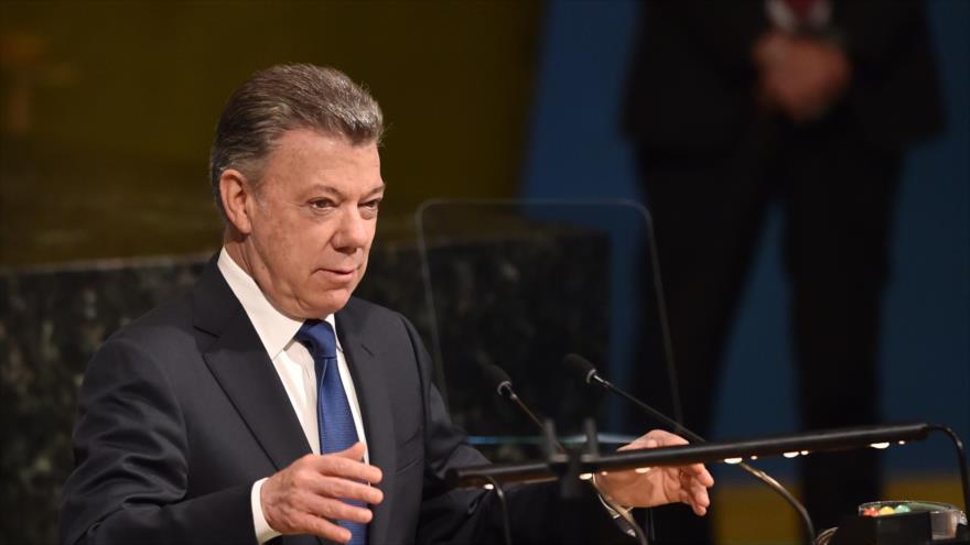 El presidente colombiano, Juan Manuel Santos, acude a una sesión de la Asamblea General de las Naciones Unidas, Nueva York, 24 de abril de 2018.