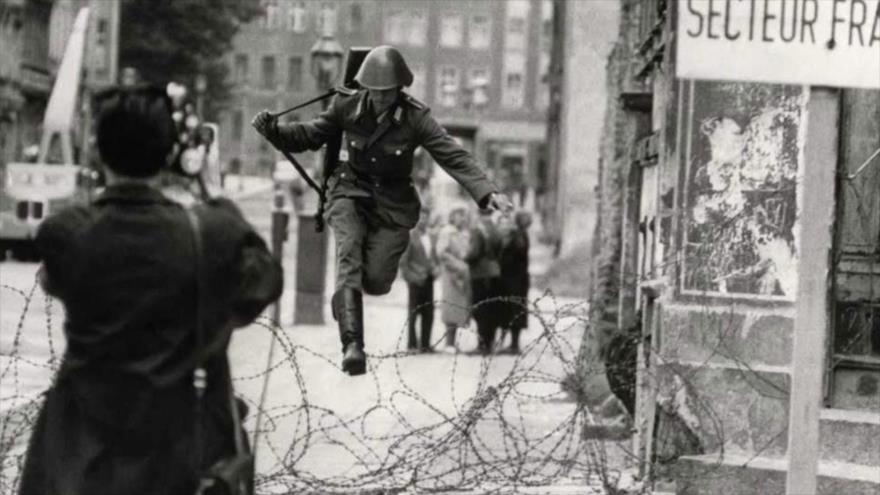 Fotos que sacuden al mundo: El salto hacia la libertad