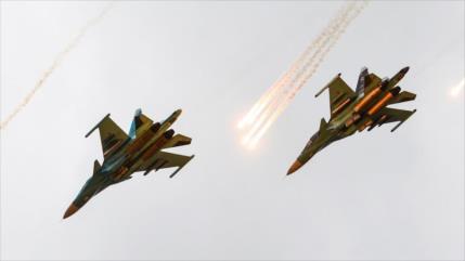 Cazas rusos atacan centros rebeldes en frontera Siria-Turquía
