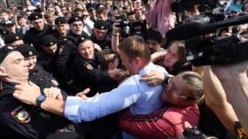 Detienen al principal opositor de Putin en una marcha no autorizada