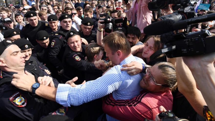 Protestas contra Putin dejan al menos 350 detenidos en Rusia