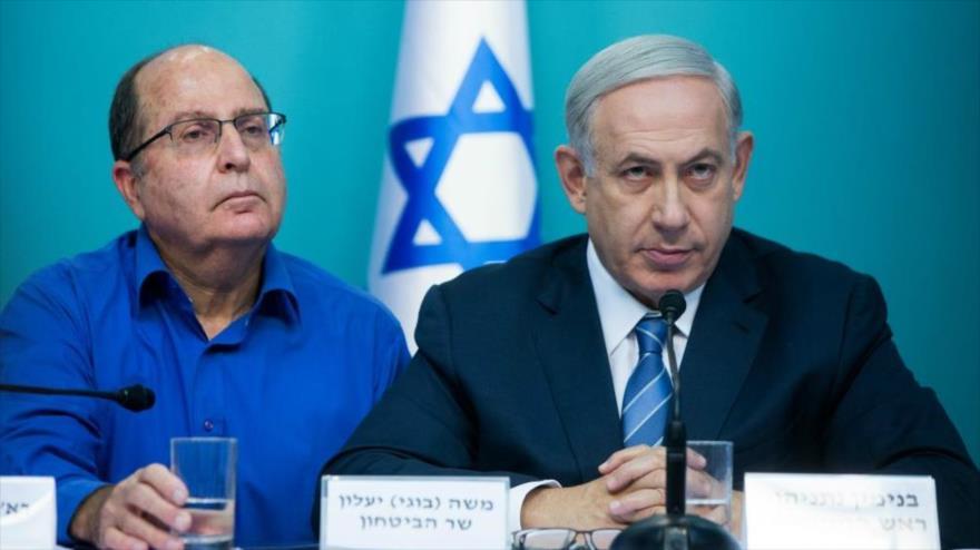 El exministro israelí de asuntos militares Moshe Yaalon (izq.) y el primer ministro israelí, Benyamin Netanyahu.
