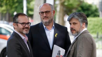 Independentistas catalanes insisten en reinvestir a Puigdemont