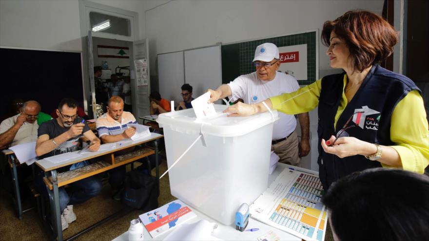 Los libaneses votan en los comicios parlamentarios en la ciudad de Trípoli, 6 de mayo de 2018.