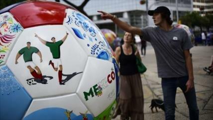 Artistas mexicanos envían 32 pelotas a Rusia con motivo del Mundial