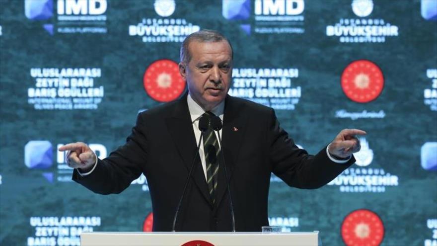 El presidente de, Turquía, Recep Tayyip Erdogan, ofrece un discurso en Estambul, 7 de mayo de 2018.