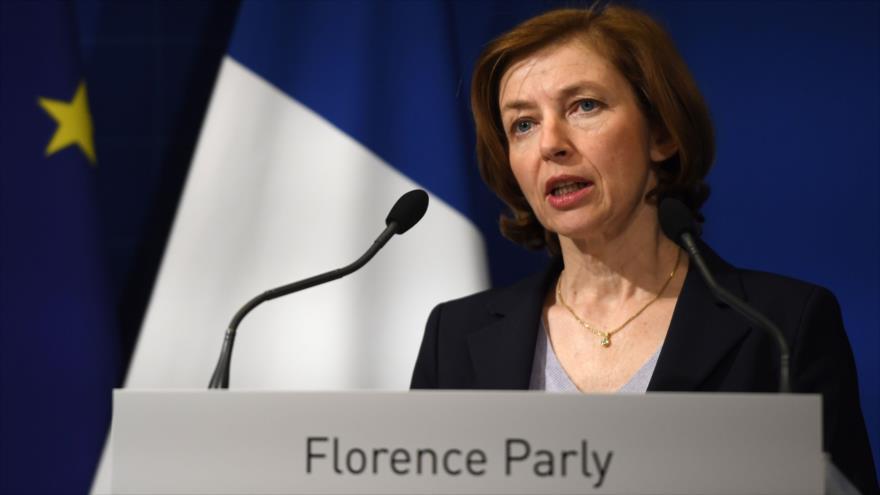 La ministra de Defensa de Francia, Florence Parly, habla durante una rueda de prensa en París, 14 de abril de 2018.