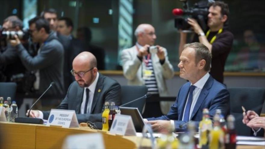 Donald Tusk (dcha.), presidente del Consejo Europeo, y el primer ministro belga Charles Michel en una reunión en Bélgica, 23 de marzo de 2018.