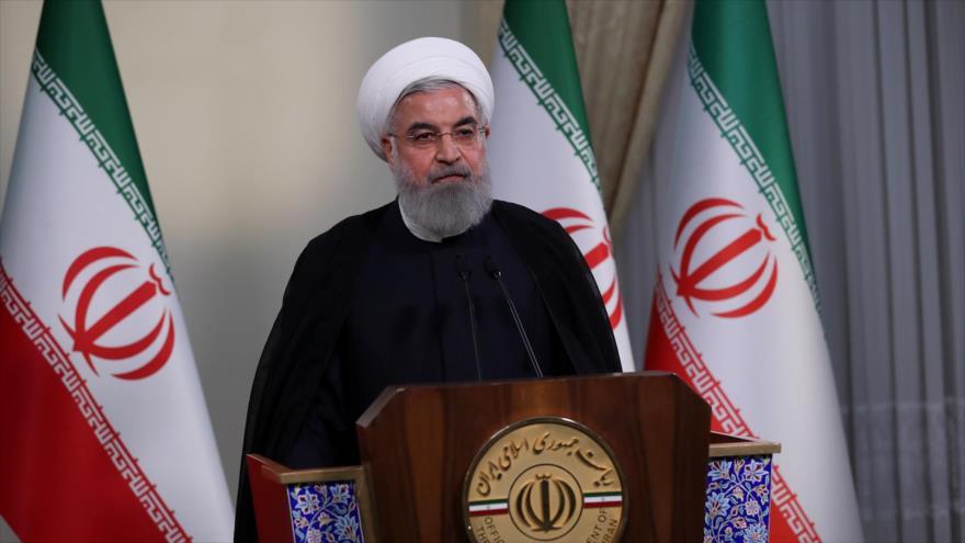 El presidente de Irán, Hasan Rohani, habla durante una rueda de prensa después de la salida de EE.UU. del acuerdo nuclear, 8 de mayo de 2018.