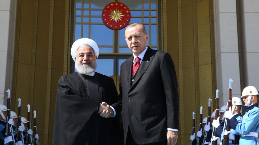 Putin y Merkel reafirman compromiso con acuerdo nuclear con Irán