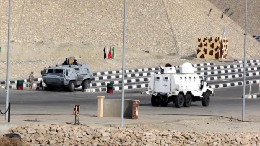 Vehículos de seguridad egipcios en el norte de la península del Sinaí, Egipto, 9 de febrero de 2018.