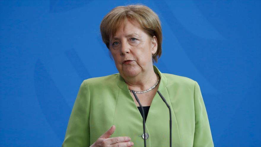 La canciller alemana Angela Merkel habla con los medios de comunicación en Berlín, la capital germana, 9 de mayo de 2018.