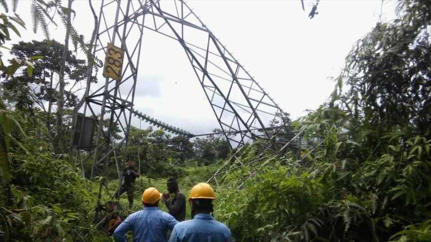Tumaco se queda sin luz por atentado a torre de energía
