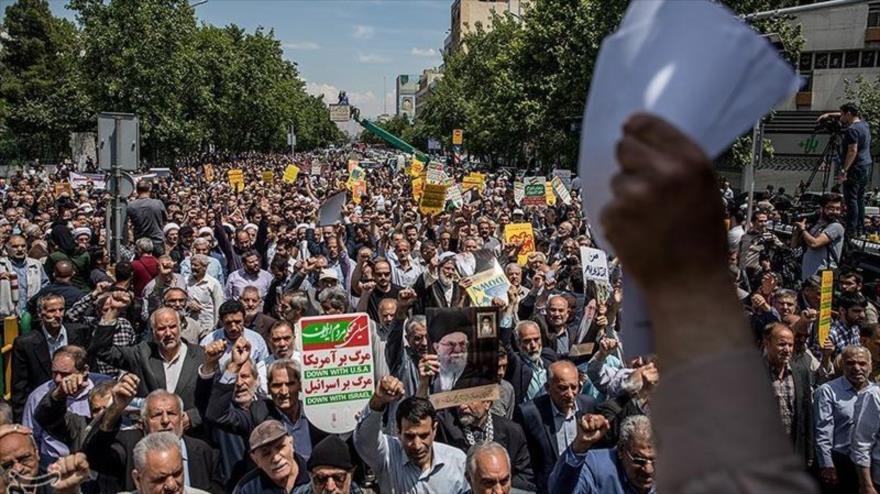 Iraníes se manifiestan en protesta a la decisión de EE.UU. de salir del acuerdo nuclear, Teherán, 11 de mayo de 2018.