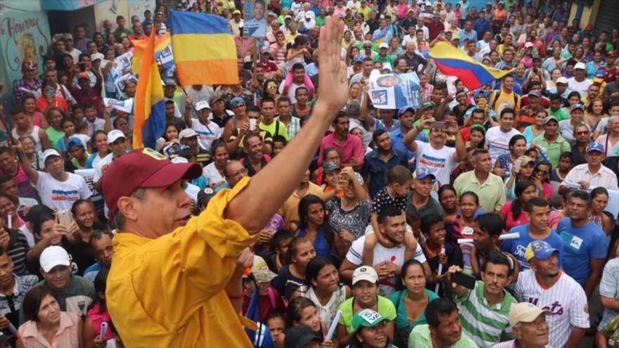 El candidato opositor a la Presidencia de Venezuela, Henri Falcón, durante un acto de campaña electoral en Acarigua (noroeste), 12 de mayo de 2018.