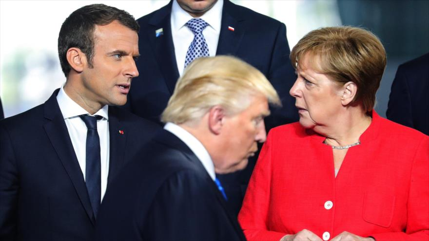 El presidente de EE.UU., Donald Trump, su homólogo francés, Emmanuel Macron (izda.) y la canciller alemana, Angela Merkel, 25 de mayo de 2017.