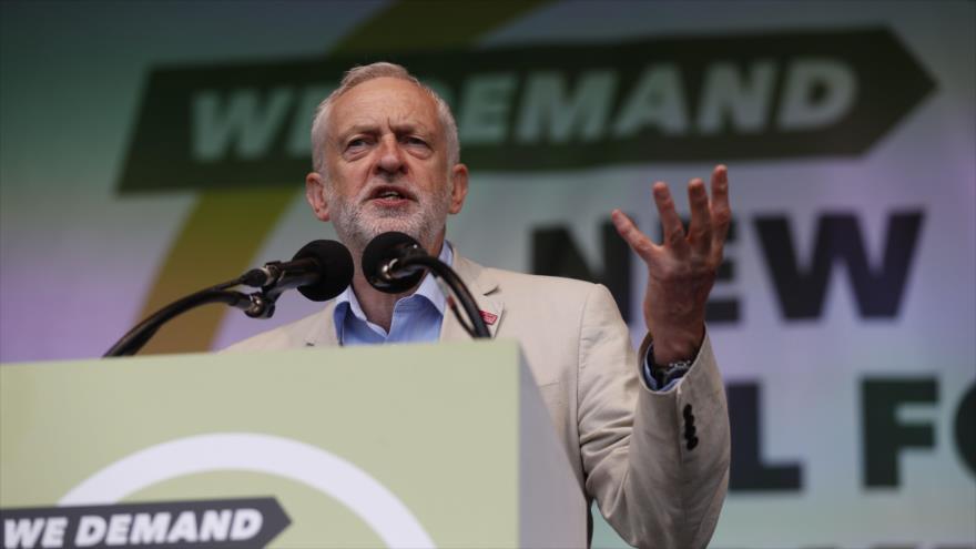 El líder del Partido Laborista británico, Jeremy Corbyn, habla durante una manifestación en Londres, 12 de mayo de 2018.