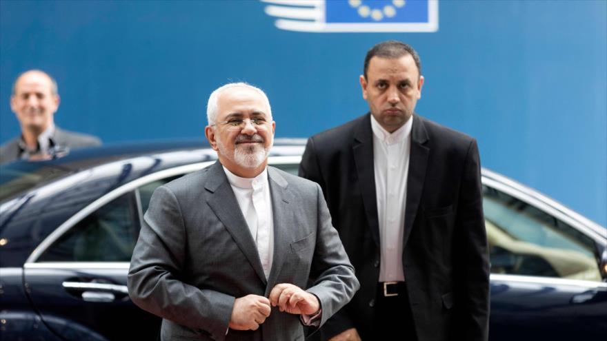 El canciller iraní, Mohamad Yavad Zarif, llega a la sede de la Unión Europea, Bruselas, 15 de mayo de 2018.