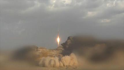 Ejército yemení lanza un misil contra base saudí 'Rey Faisal'