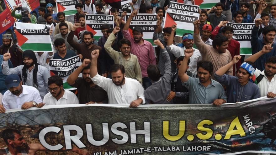 Paquistaníes protestan contra la brutalidad israelí frente al Consulado de EE.UU. en Lahore, 15 de mayo de 2018.