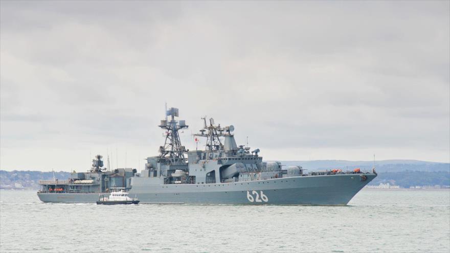 Buques de guerra rusos se ejercitan en las aguas del Mediterráneo, en el oeste de Siria.
