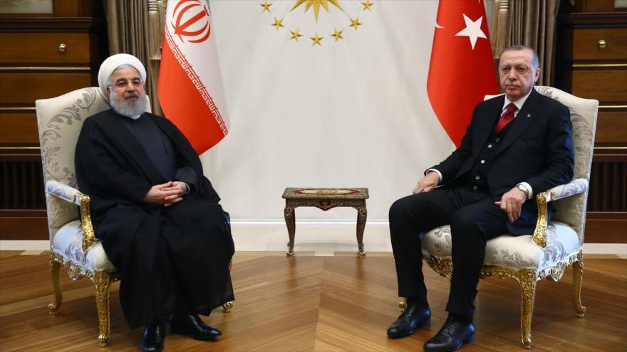 El presidente de Irán, Hasan Rohani (izq.), y su par turco, Recep Tayyip Erdogan, en Ankara, 4 de mayo de 2018.
