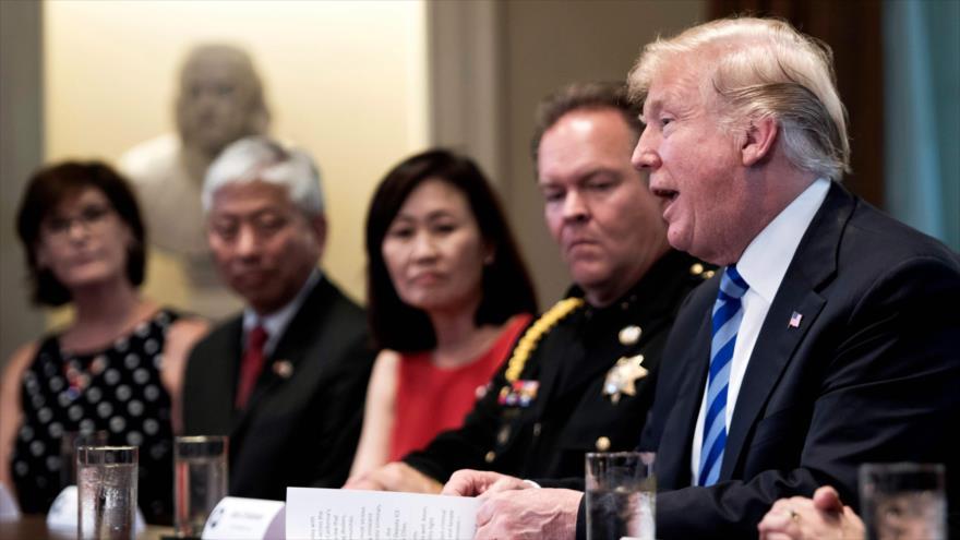 Trump llama 'animales' a los migrantes indocumentados en EEUU