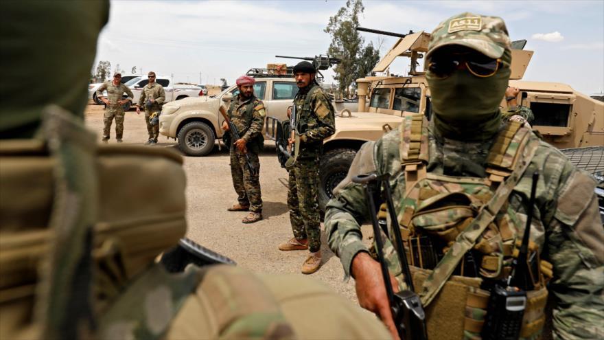 Las llamadas Fuerzas Democráticas Sirias (FDS) y soldados estadounidenses desplegados en Deir Ezzor, 1 de mayo de 2018.
