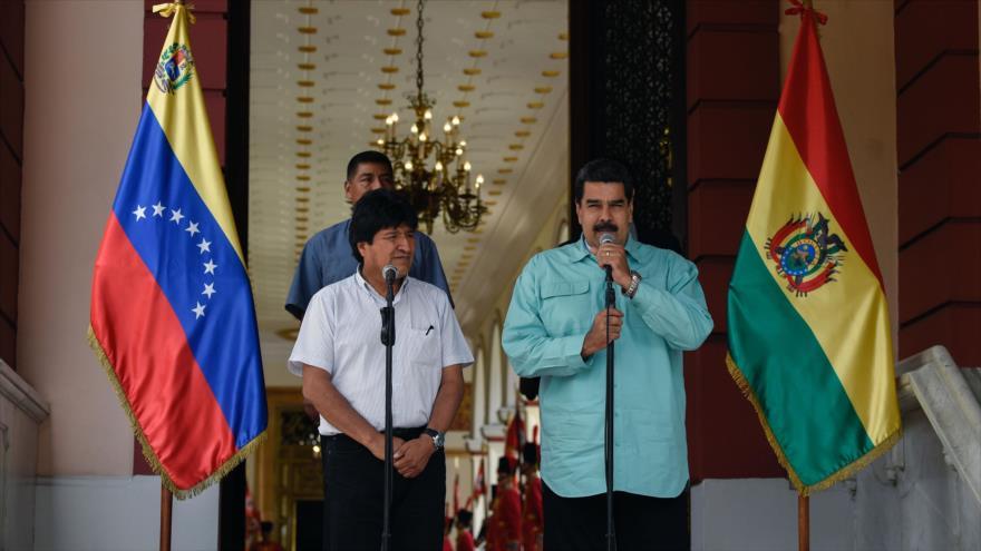 El presidente de Venezuela, Nicolás Maduro, ofrece una rueda de prensa conjunta con su par boliviano, Evo Morales, en Caracas, 15 de abril de 2018.
