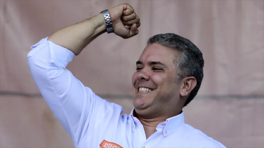 Iván Duque, aspirante a la Presidencia en Colombia, entre sus afiliados en Bogotá, la capital, 12 de mayo de 2018.