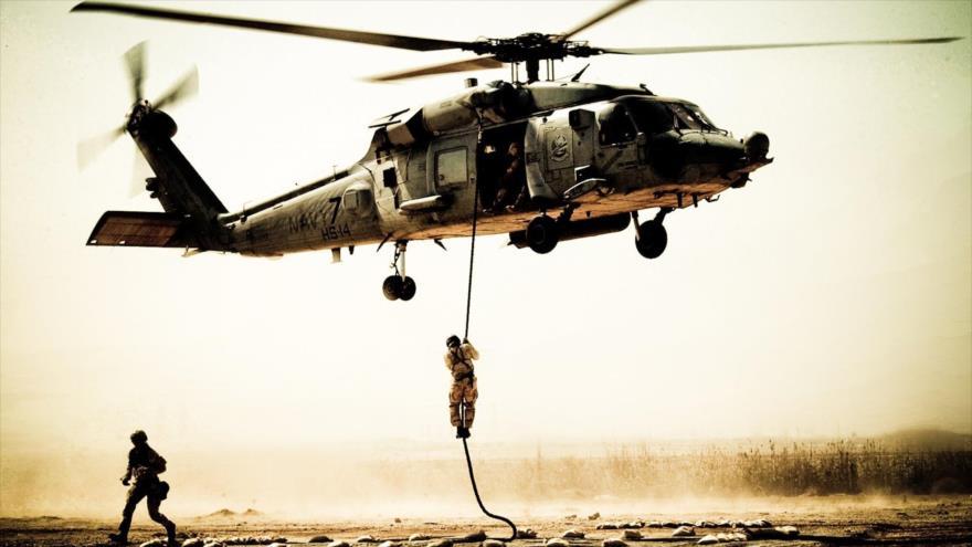 Un helicóptero Black Hawk UH-60 de la Armada de Estados Unidos.