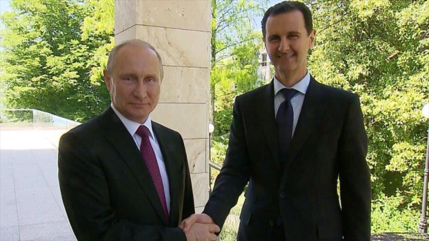 Al Assad viajó para reunirse con Putin