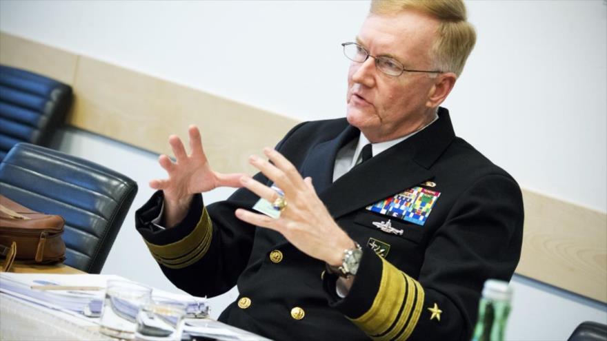 El vicealmirante James Foggo, comandante de la Sexta Flota de EE.UU., durante una ceremonia en Viena (la capital de Austria), 17 de febrero de 2016.